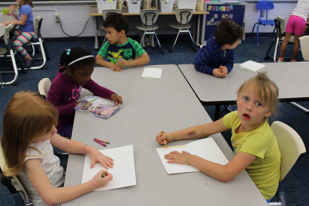 Kindergarteners make cards for sick children